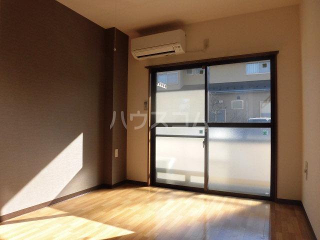 シンフォニーマルナカ 00102号室の居室