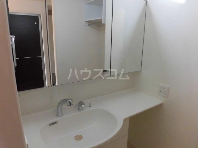 シャルム B 00107号室の洗面所