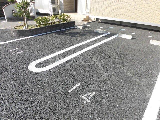 シャルム B 00107号室の駐車場
