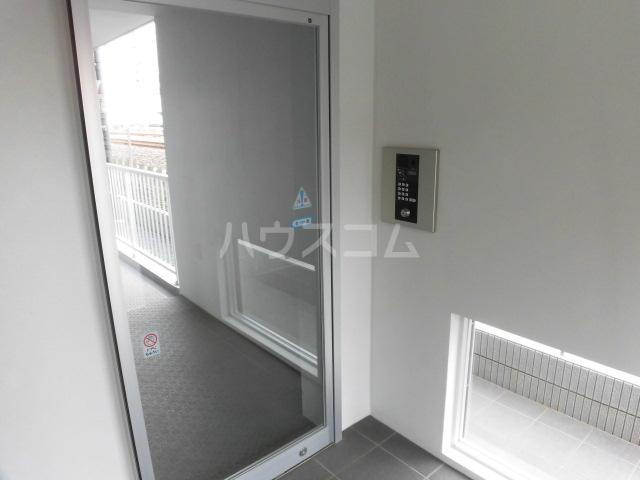 ジュエルガーデン 00101号室のエントランス