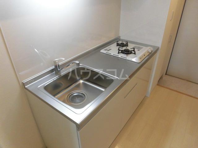 ジュエルガーデン 00101号室のキッチン