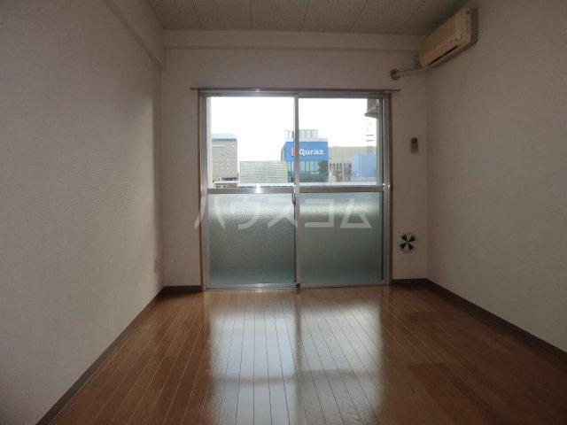 永井ビル 804号室のリビング