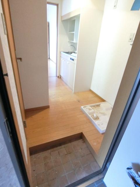 ケアンズコート 205号室の玄関