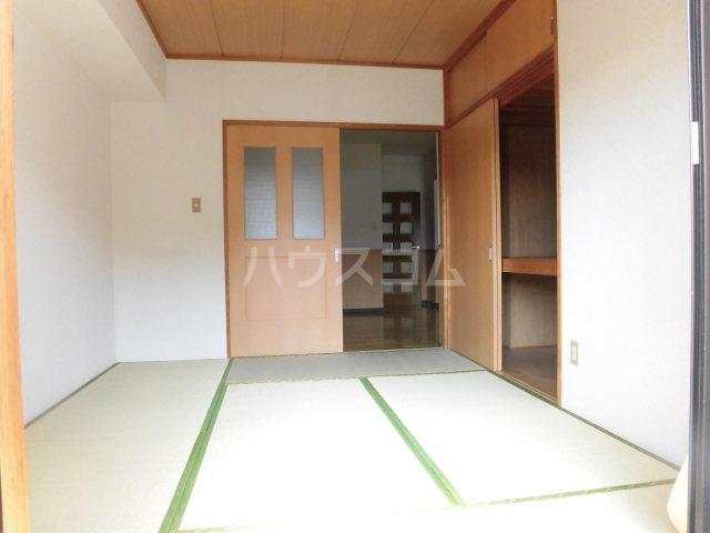 第2原田マンション 102号室のリビング