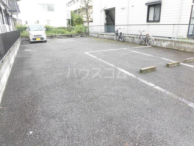 ロジュマン 205号室の駐車場