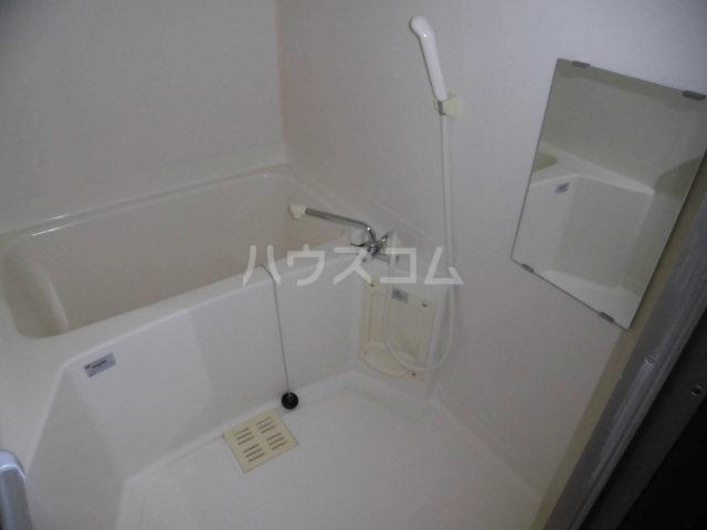 ラヴィッサンヴィーⅡ 201号室の風呂
