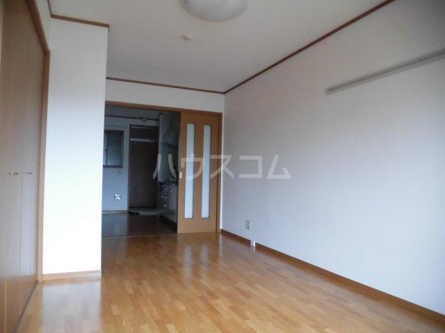 ラヴィッサンヴィーⅡ 201号室の居室