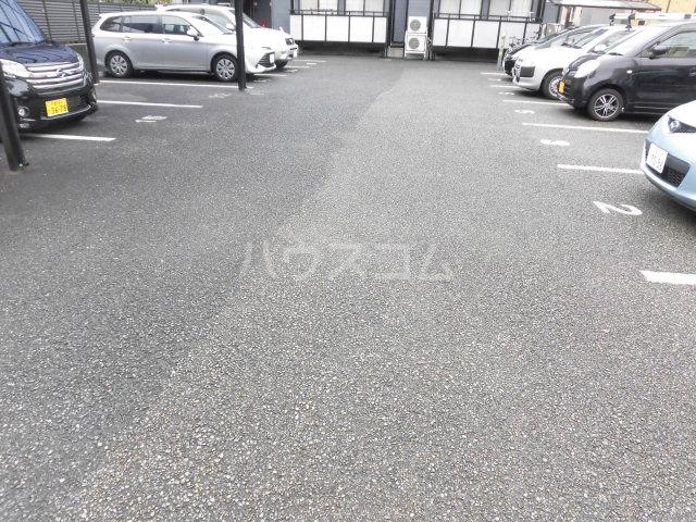 ラヴィッサンヴィーⅡ 201号室の駐車場