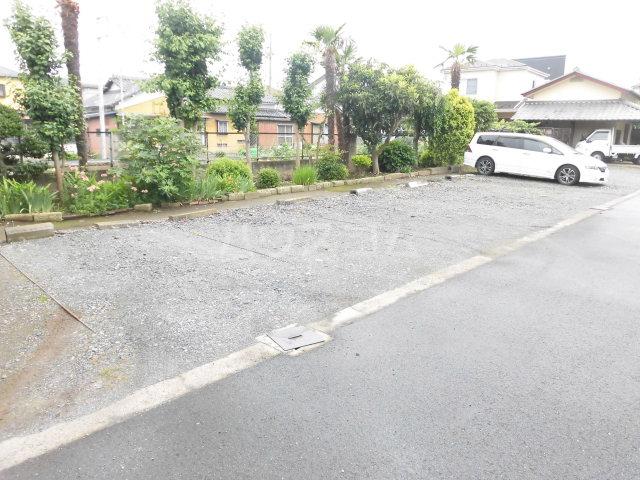 コスモハイツ佐知川 A201号室の駐車場