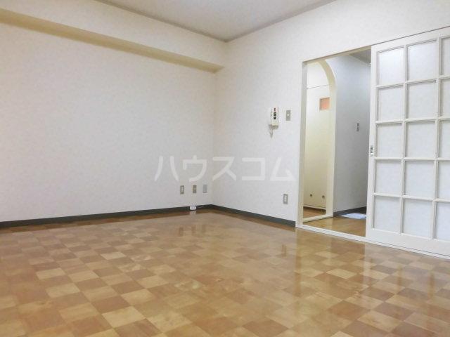 ガーデンヒルズ鐘塚 501号室のリビング
