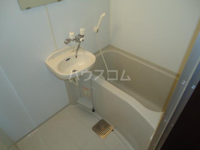 アーバンイースト 104号室の風呂