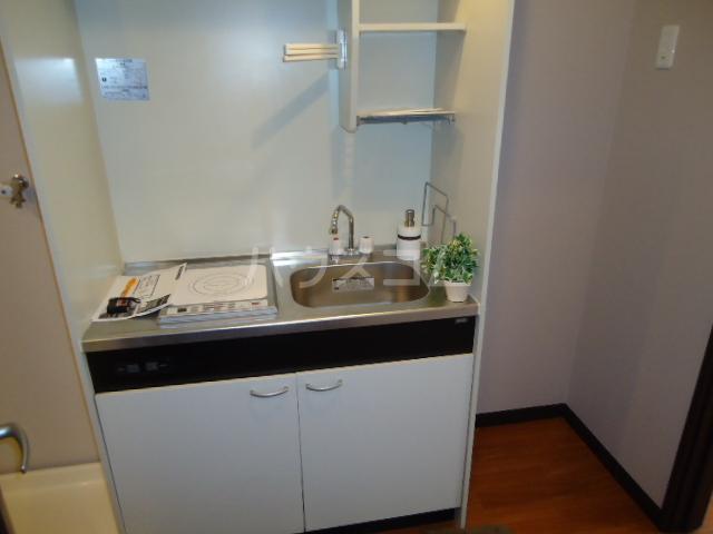 アーバンイースト 104号室のキッチン