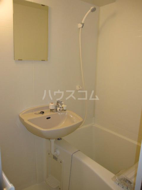 コンフォートマンション仲町 1013号室の洗面所