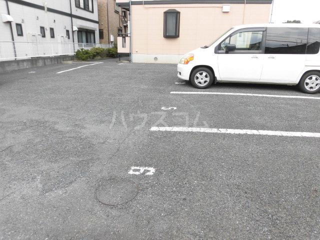 HARMONY HILLS 203号室の駐車場