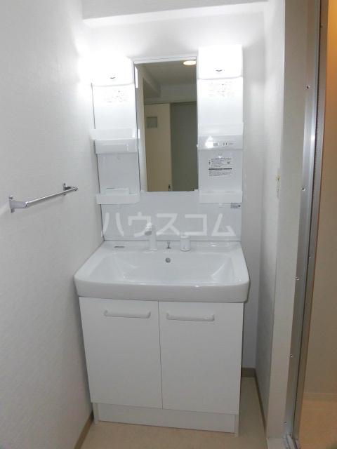 フェリスローマ浦和 406号室の洗面所