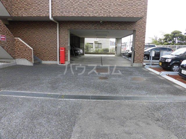 フェリスローマ浦和 406号室の駐車場