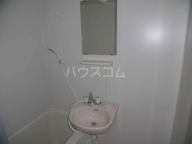 ガーデン・リラ 103号室の洗面所