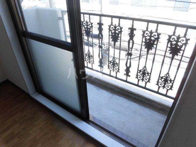 ガーデン・リラ 103号室のバルコニー