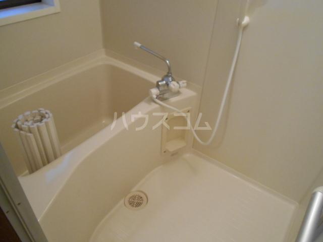 プチィフルール 202号室の風呂