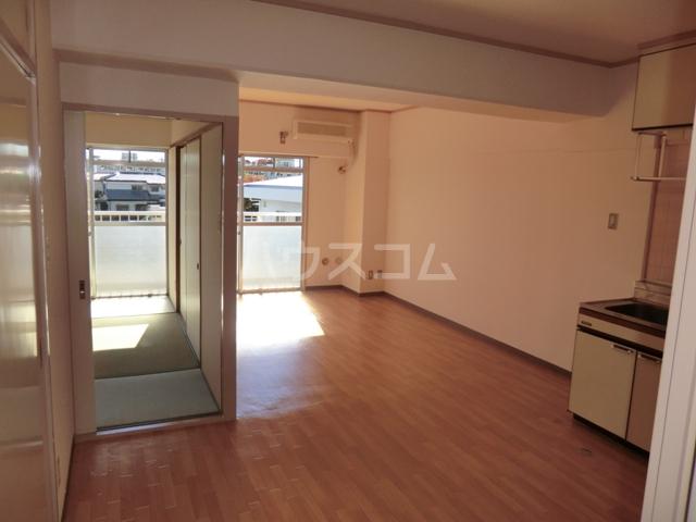 砂サンシャインシティ一番館 506号室のリビング