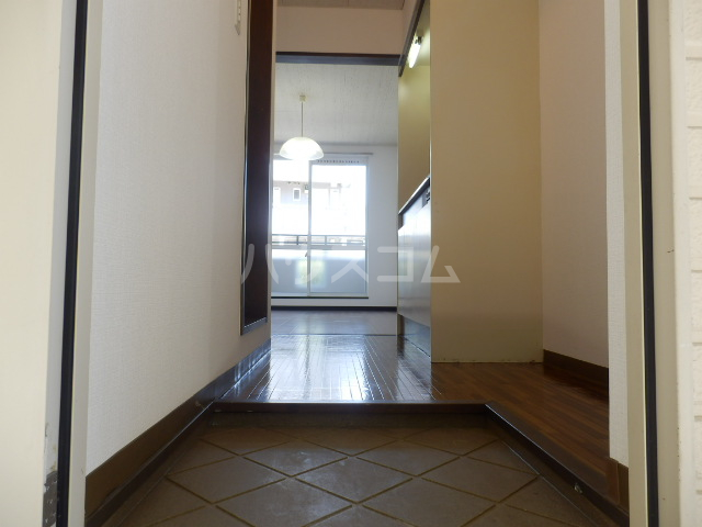 リリーハイムD棟 102号室の玄関