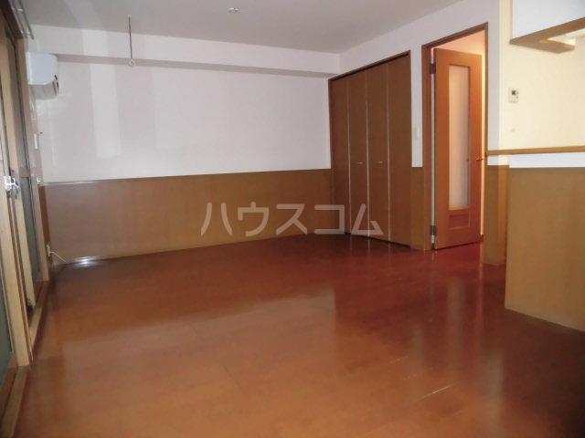 カサグランデ E 201号室の居室
