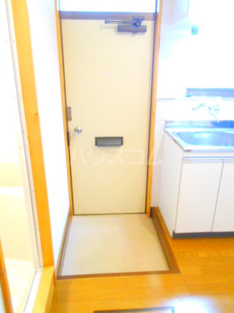 第10丸三マンション 203号室の玄関