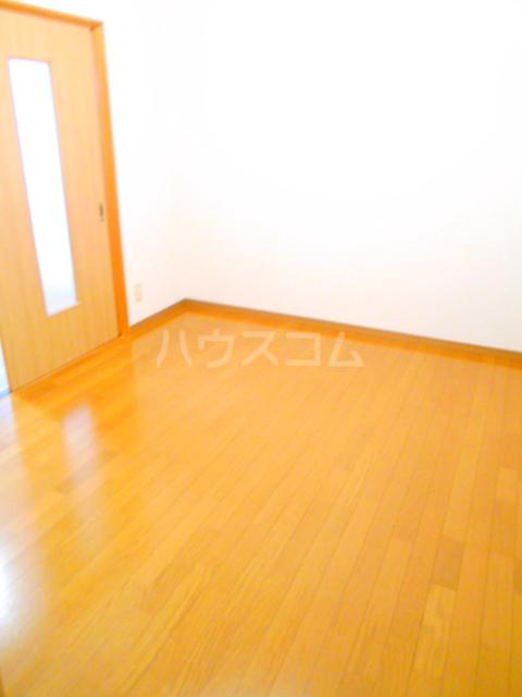 第10丸三マンション 203号室のベッドルーム