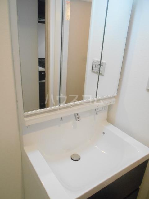 ソレイユ・ルヴァン 702号室の洗面所