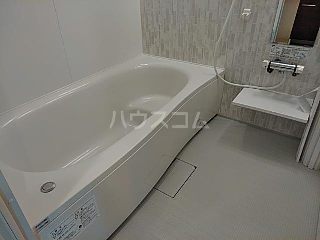 ロイヤルグラン 201号室の風呂