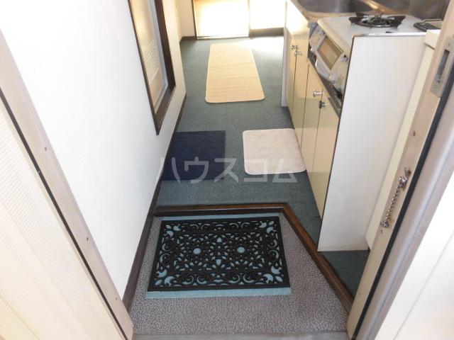 メゾンイズミ 201号室の玄関
