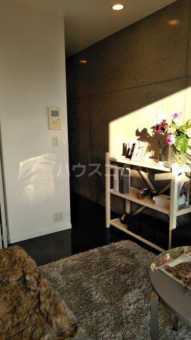 プライムアーバン目黒三田 306号室のリビング