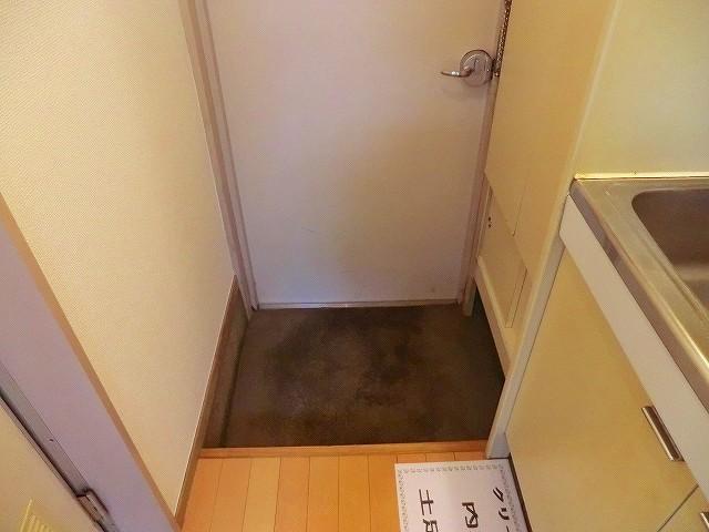 ラヴニール志木4 103号室の玄関
