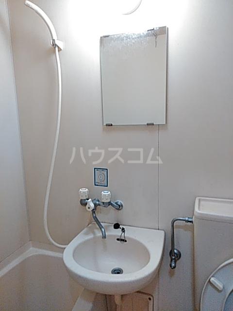 秀華三番館 101号室の洗面所