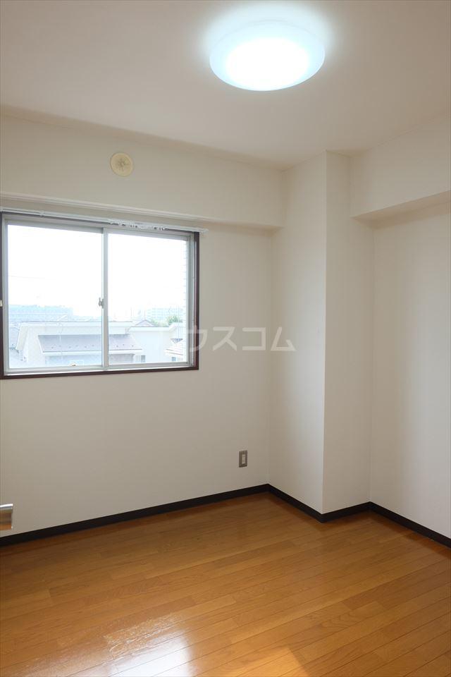 陽南イタリハイツ 306号室の居室
