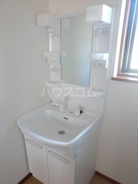 レジデンスアルタⅢ 102号室の洗面所