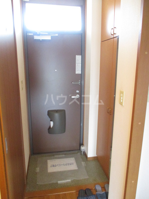 タウニィ・コスモスⅤ 202号室の玄関