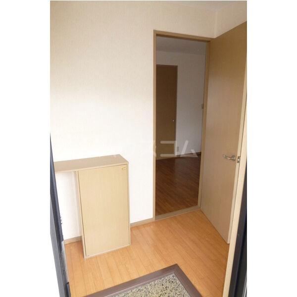 サンガーデン106 E 202号室の玄関