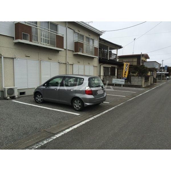 ハイツ仁井田B 102号室の駐車場