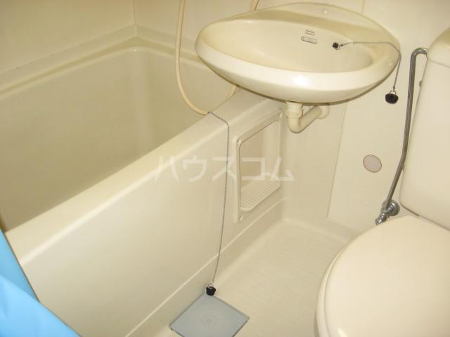 ウイングヴィラ 204号室の洗面所