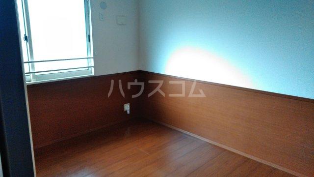 ルミエールB 201号室の居室