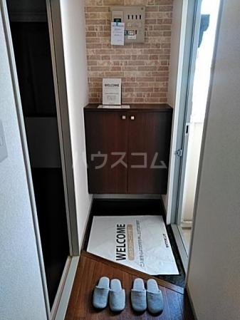 グリーンアベニュー A 101号室の玄関