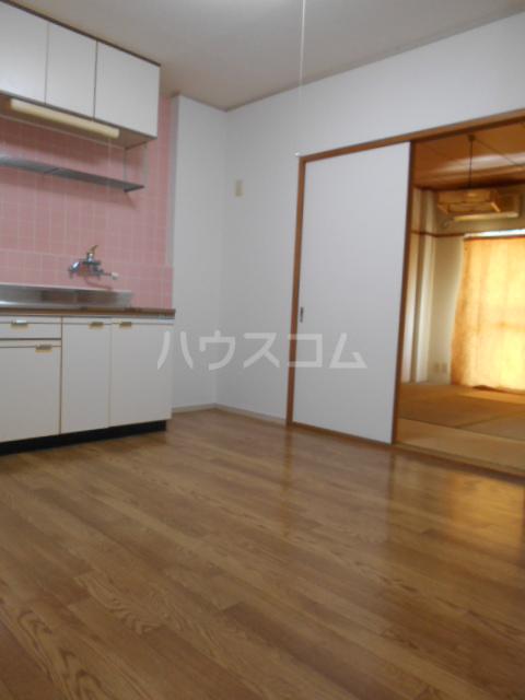 原第5マンション 105号室のリビング