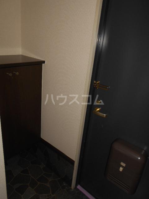 原第7マンション 101号室の玄関