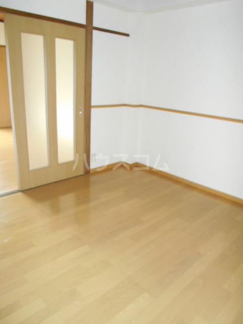 春日部レジデンス 102号室の居室