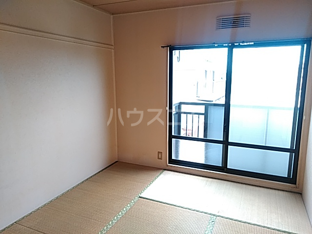 ハティセナン 203号室の居室
