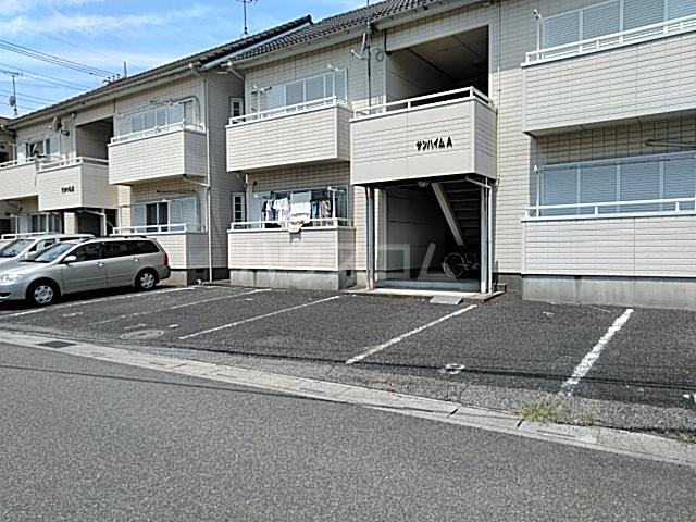 サンハイム A 201号室の駐車場