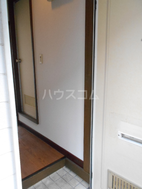 コーポマロン 201号室の玄関