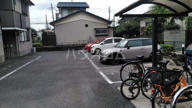 パルテール 102号室の駐車場