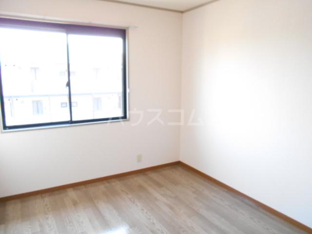 アピエ弐番館 203号室の居室
